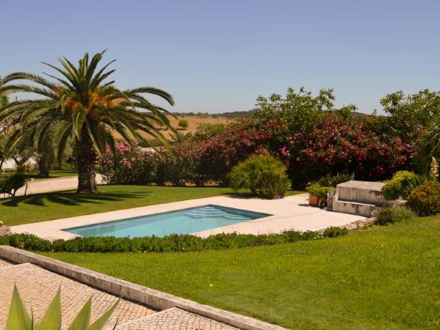 Lindíssima Moradia T7 com Piscina e Grande Jardim, Junto a Santarém, Para Venda