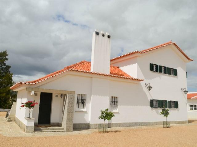 Casa Antiga T8 com Picadeiro, Ideal para Eventos, a Menos de 1 Hora de Lisboa e da Praia, Para Venda