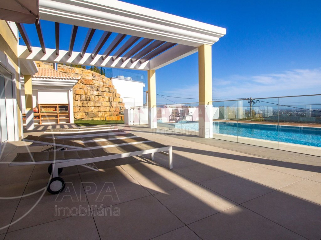 4 Bedrooms House in Santa Bárbara de Nexe (6)