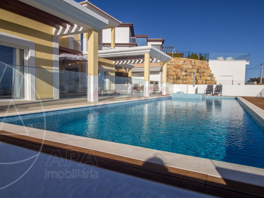 4 Bedrooms House in Santa Bárbara de Nexe (46)