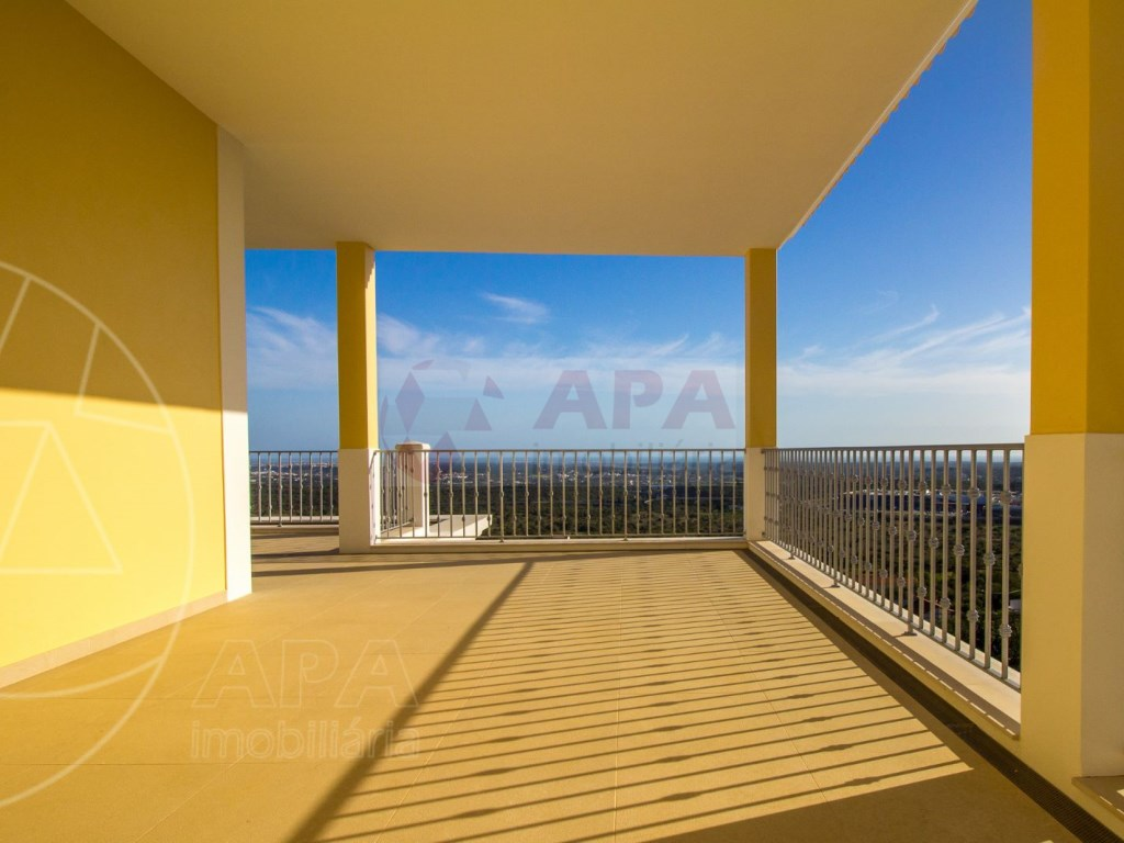 4 Bedrooms House in Santa Bárbara de Nexe (37)