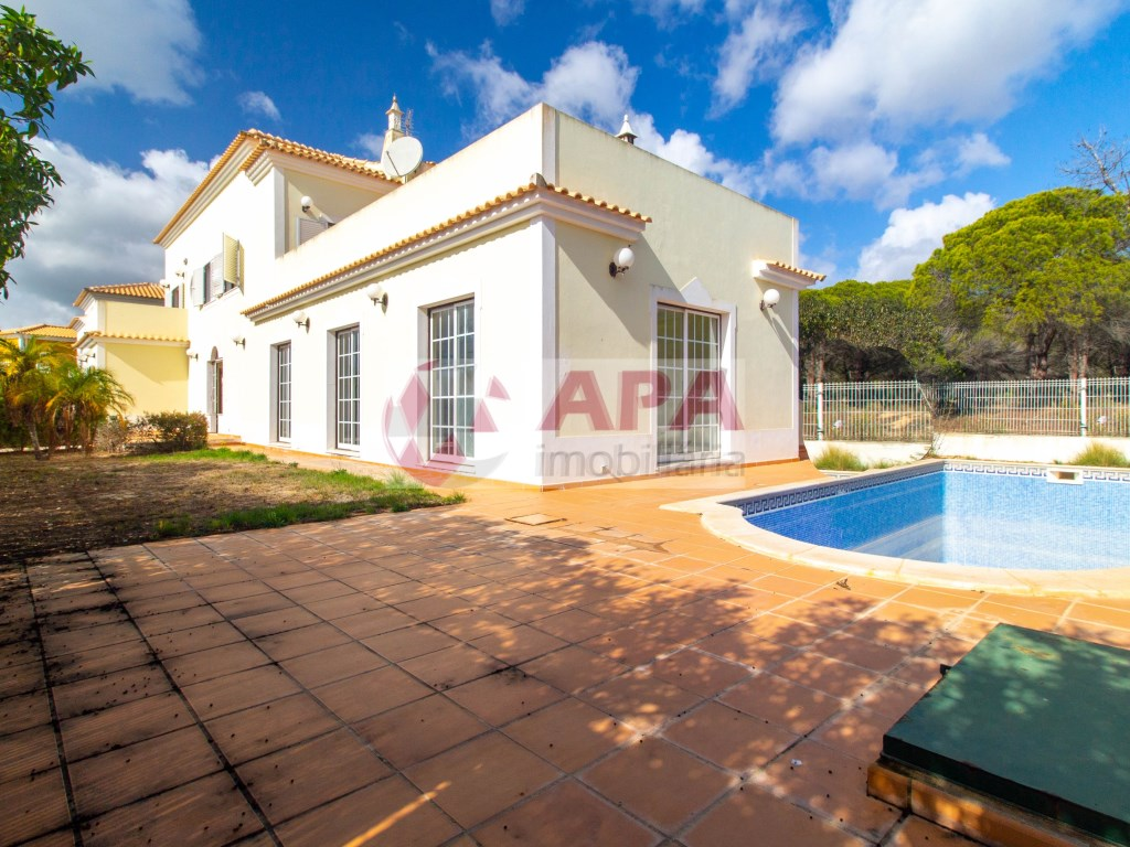 4 Bedrooms House in Almancil (1)