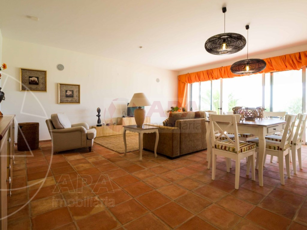 4 Bedrooms House in Peares (7)