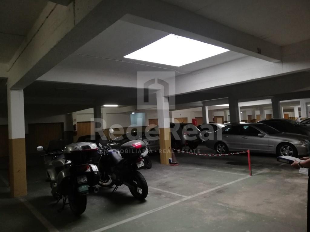 Garagem in Faro (Sé e São Pedro) (1)