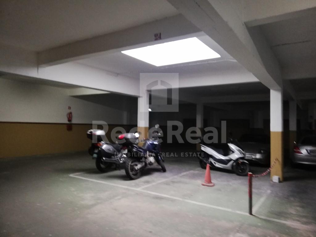 Garagem in Faro (Sé e São Pedro) (4)