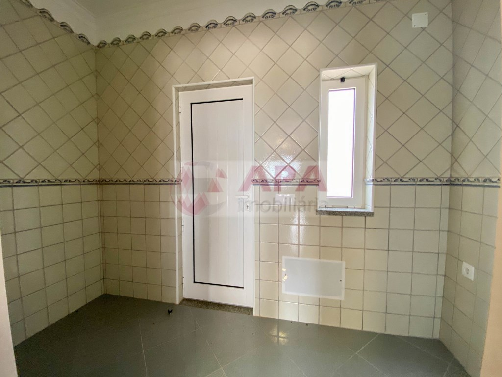 3 Bedrooms + 1 Interior Bedroom House in Santa Bárbara de Nexe (25)