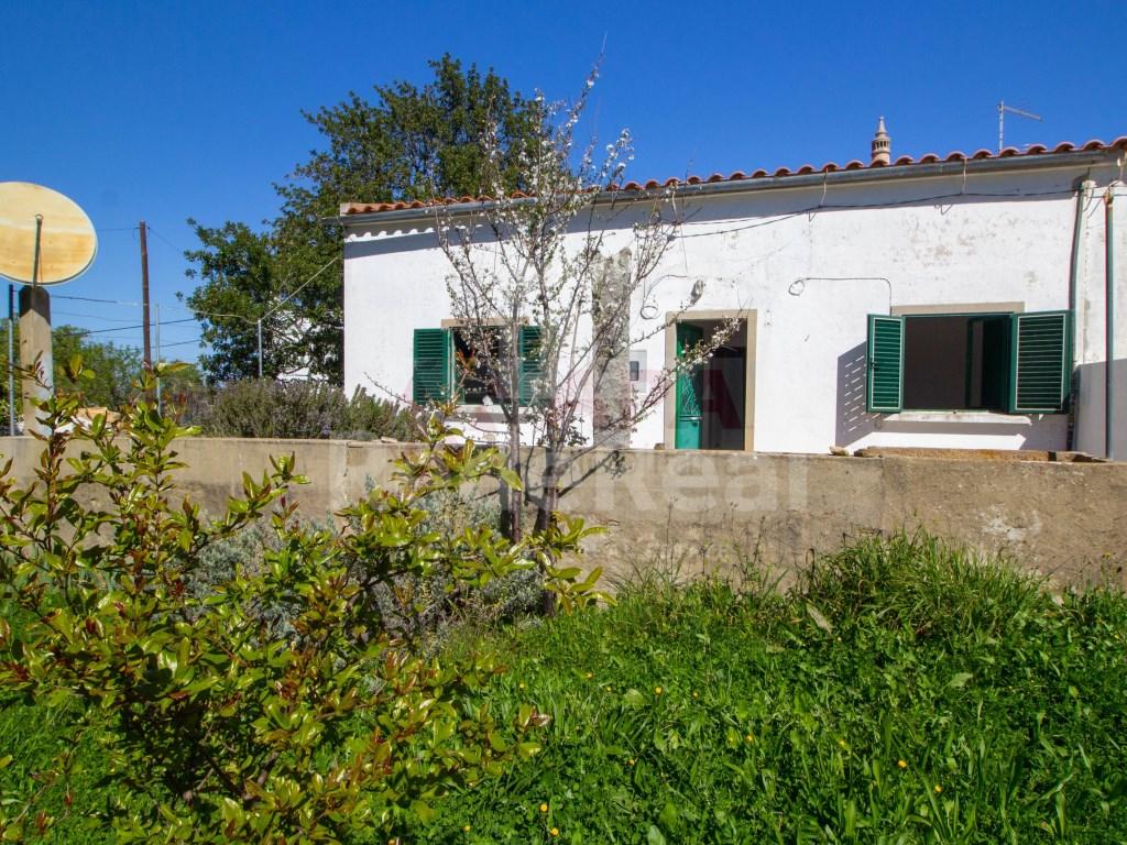 2 Bedrooms House in Santa Bárbara de Nexe (1)