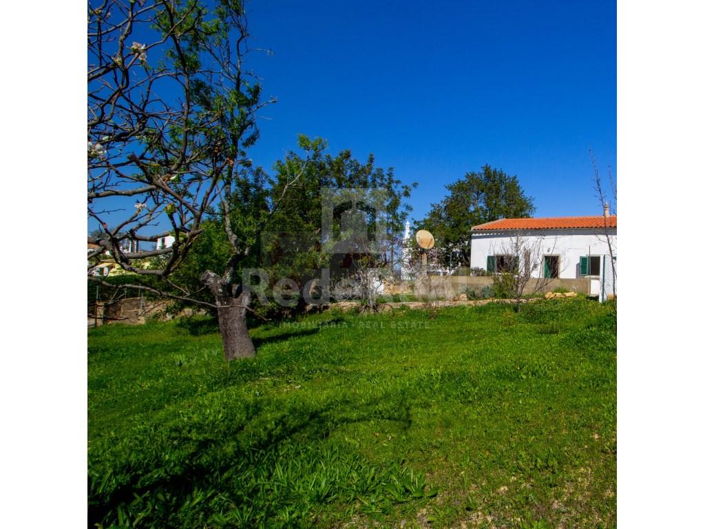 2 Bedrooms House in Santa Bárbara de Nexe (2)