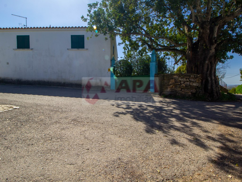 2 Bedrooms House in Santa Bárbara de Nexe (27)