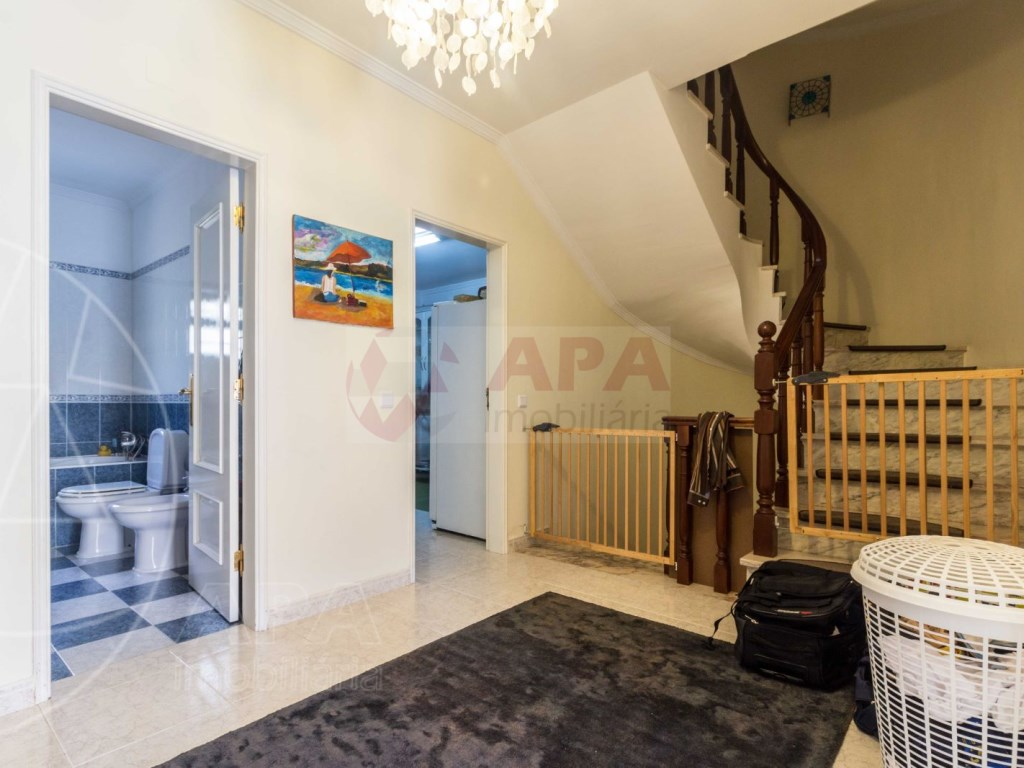 4 Bedrooms Terraced House  in Quinta João de Ourém (10)