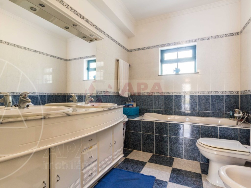 4 Bedrooms Terraced House  in Quinta João de Ourém (19)