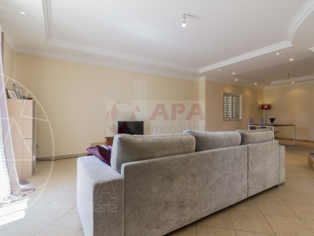 4 Bedrooms House in Quelfes (8)
