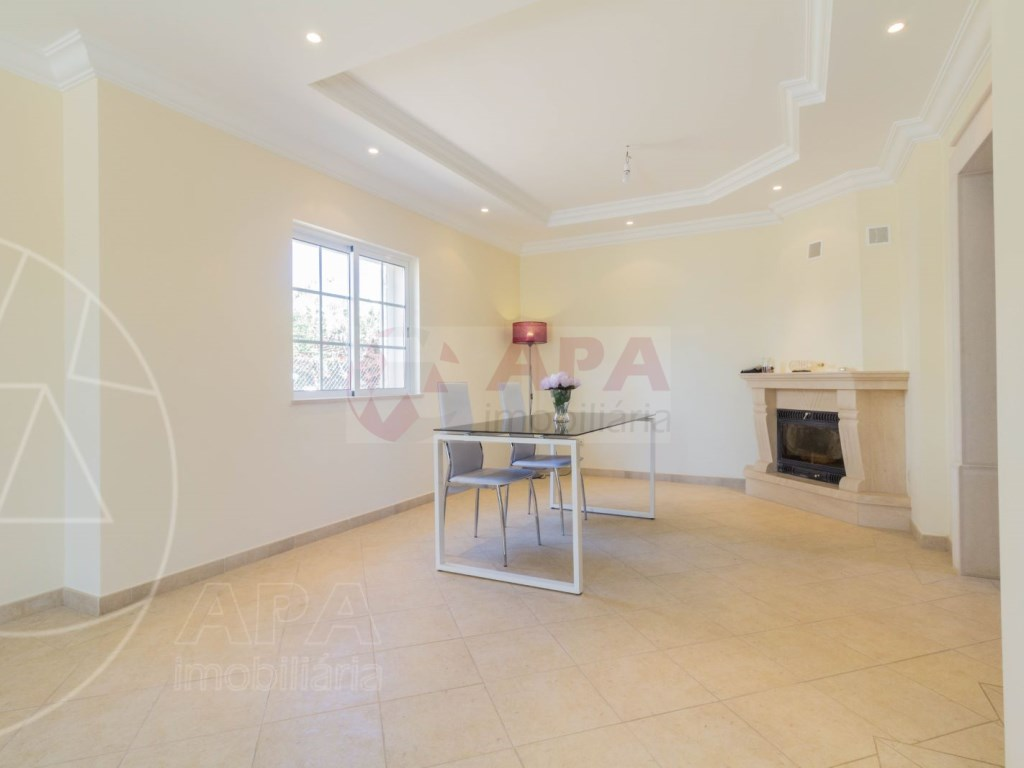 4 Bedrooms House in Quelfes (9)