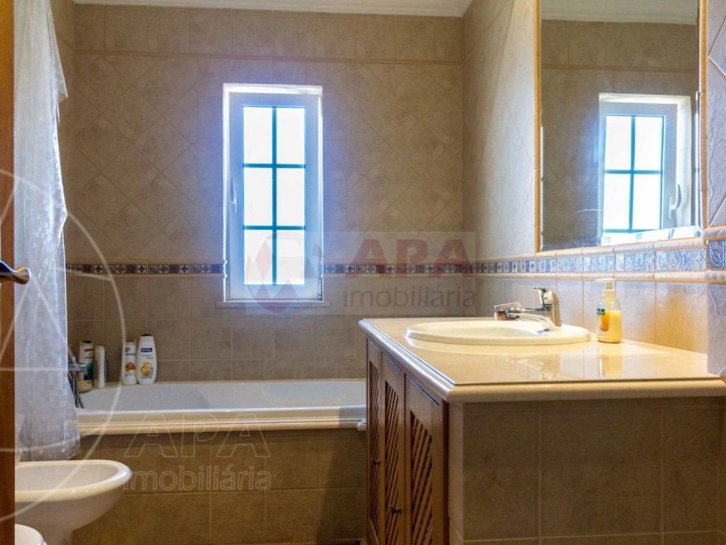 4 Bedrooms House in Quelfes (19)