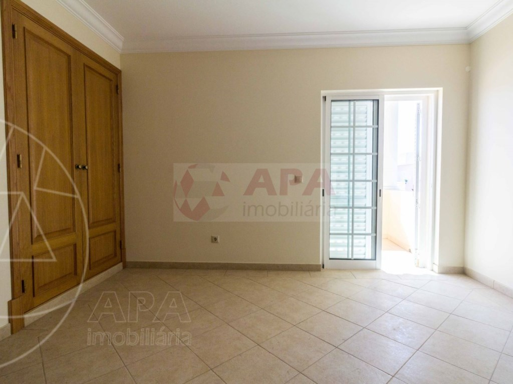 4 Bedrooms House in Quelfes (21)