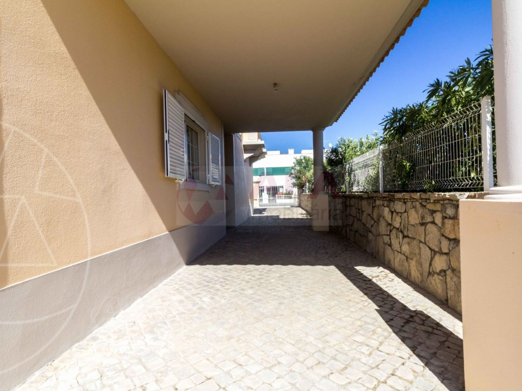 4 Bedrooms House in Quelfes (26)