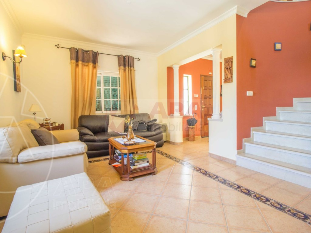 4 Bedrooms House in conceição (11)