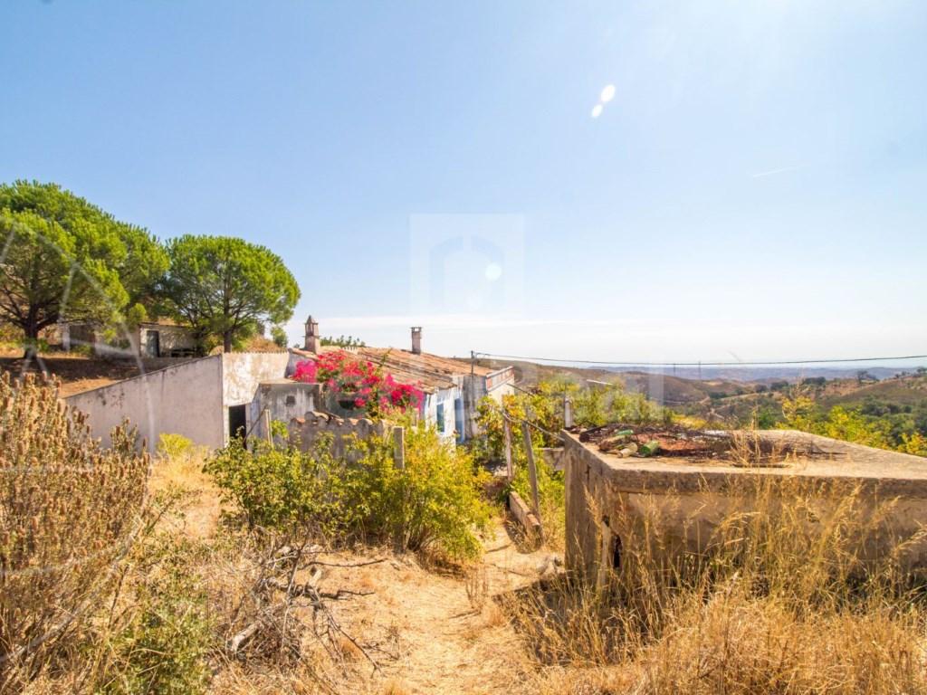 Lote de terreno com casa antiga em Tavira (1)