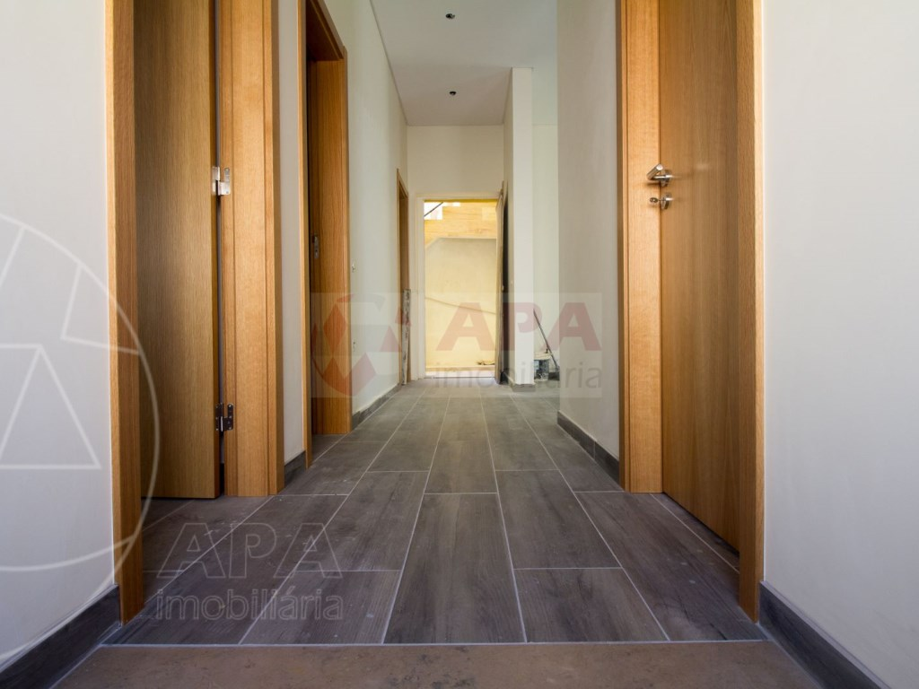 2Bedrooms + 1 Interior Bedroom House in Faro  (6)