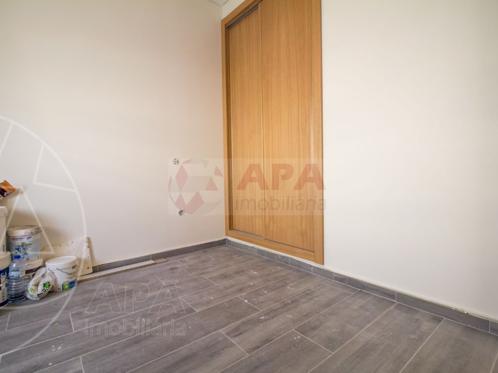 2Bedrooms + 1 Interior Bedroom House in Faro  (8)