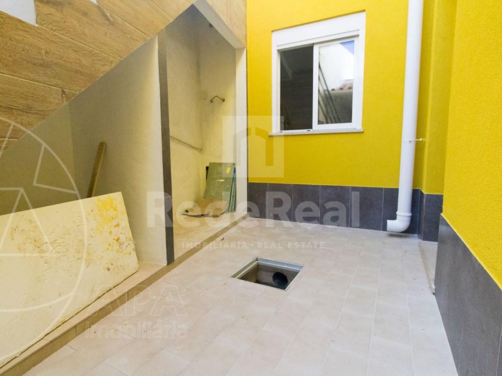 2Bedrooms + 1 Interior Bedroom House in Faro  (13)