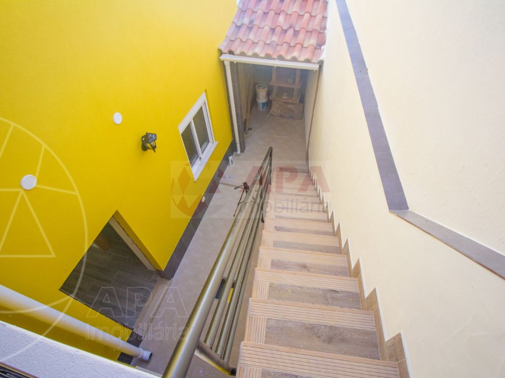 2Bedrooms + 1 Interior Bedroom House in Faro  (2)