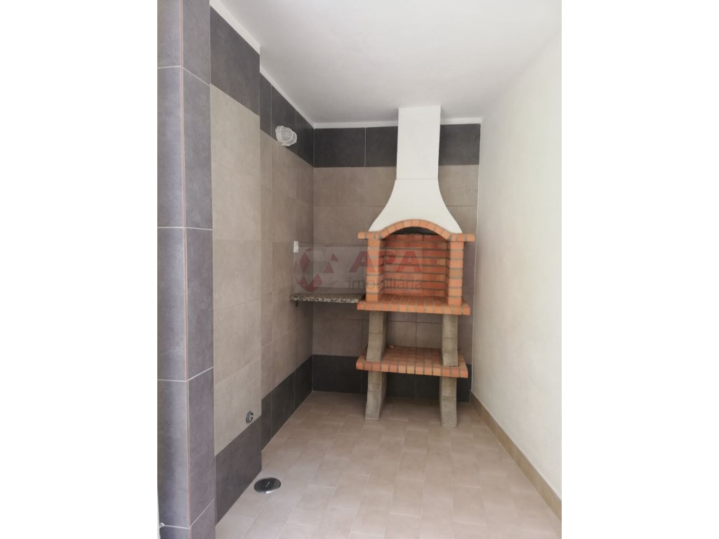 2Bedrooms + 1 Interior Bedroom House in Faro  (19)