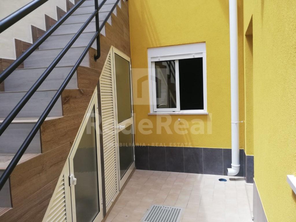 2Bedrooms + 1 Interior Bedroom House in Faro  (20)