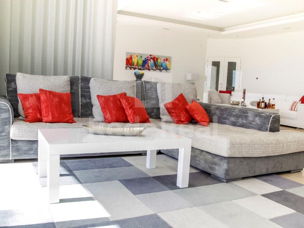 6 Bedrooms Villa in Santa Bárbara de Nexe (25)