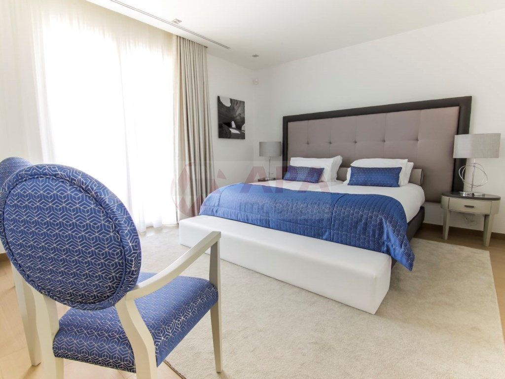 6 Bedrooms Villa in Santa Bárbara de Nexe (37)