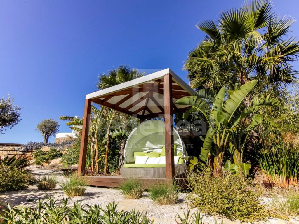 6 Bedrooms Villa in Santa Bárbara de Nexe (67)