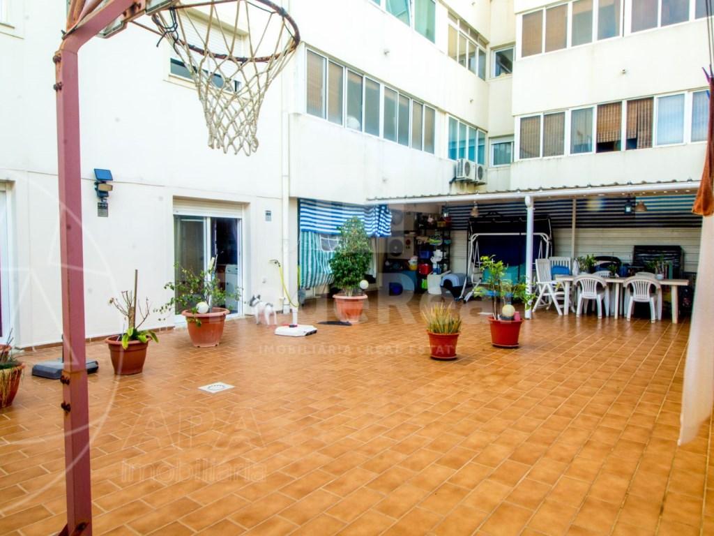 T4 Apartamento in Quelfes (9)