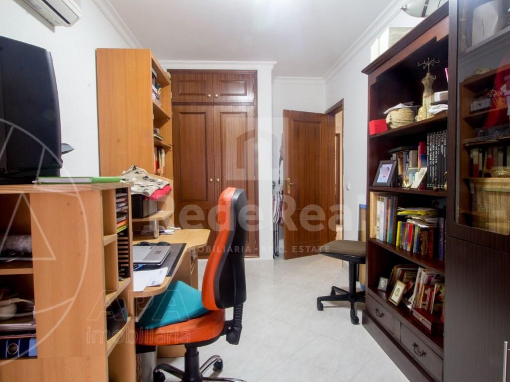 T4 Apartamento in Quelfes (15)