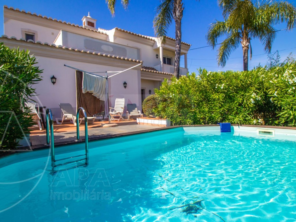 4 bedroom villa with pool in Santa Bárbara de Nexe (1)