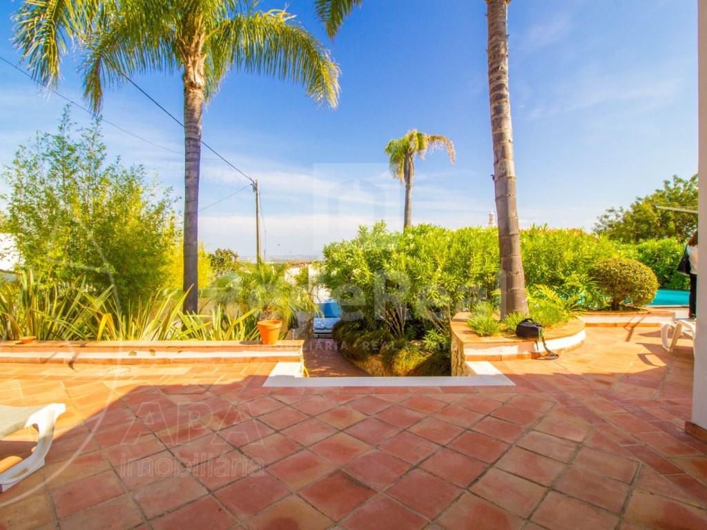 4 bedroom villa with pool in Santa Bárbara de Nexe (7)