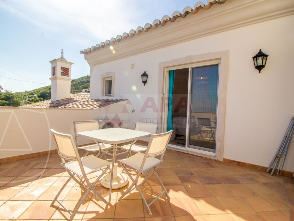 4 bedroom villa with pool in Santa Bárbara de Nexe (2)