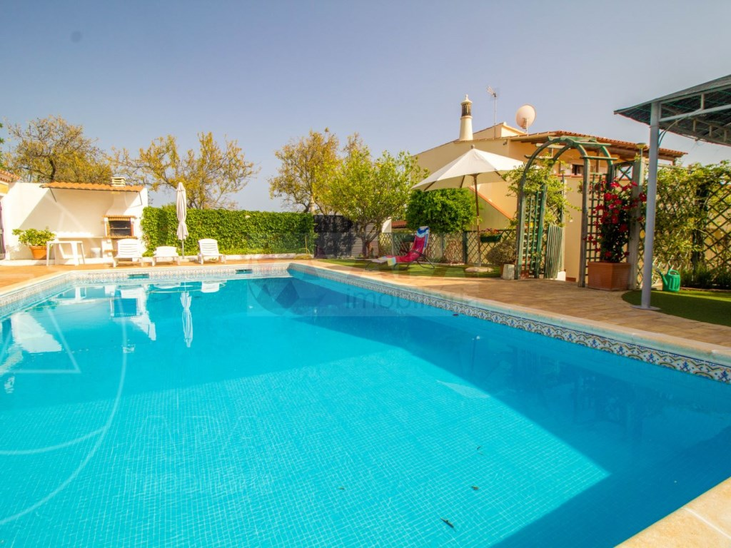 4 Bedroom villa with pool in Loulé (6)