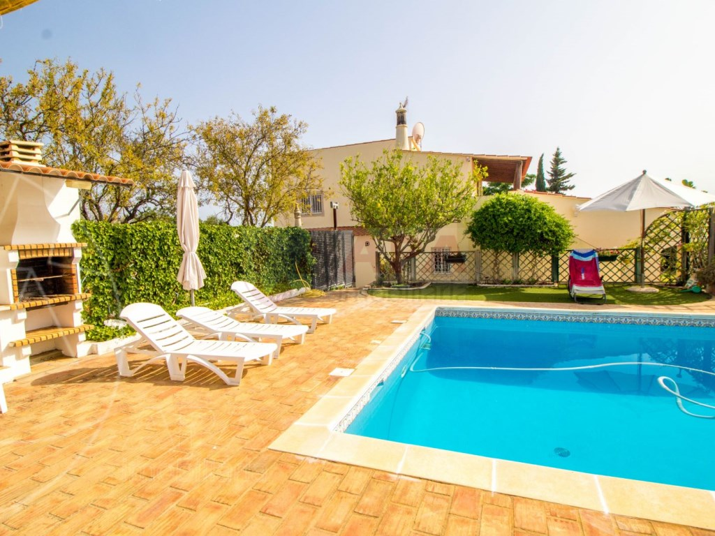 4 Bedroom villa with pool in Loulé (7)