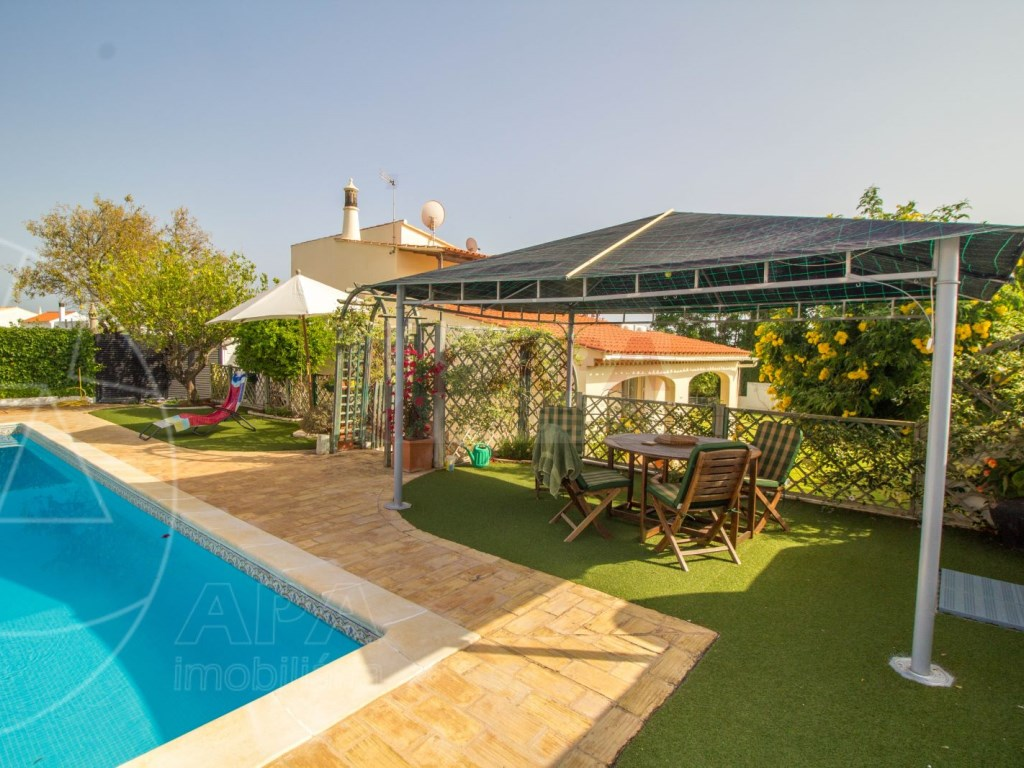 4 Bedroom villa with pool in Loulé (8)