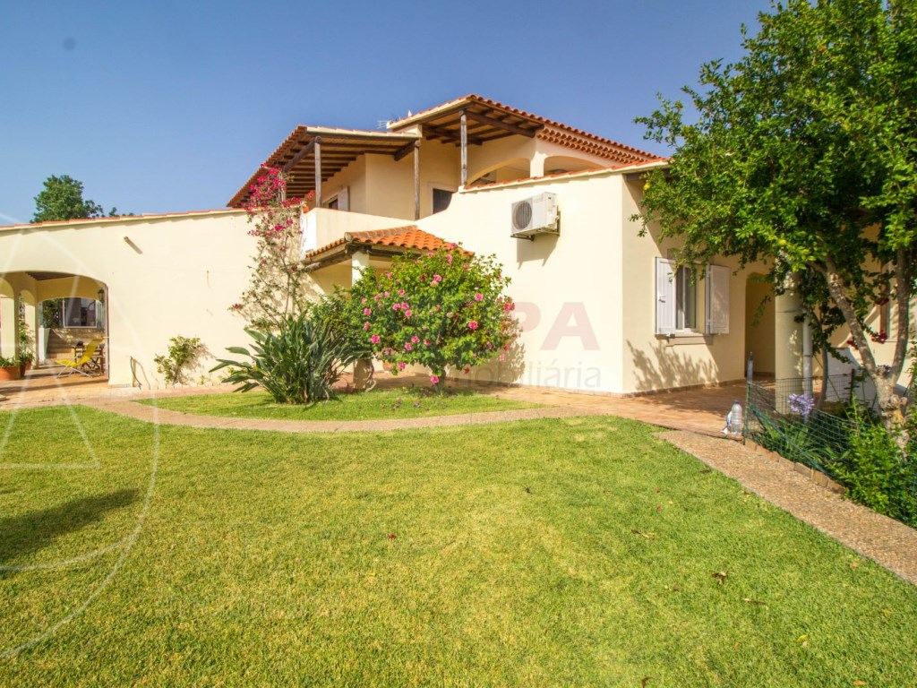 4 Bedroom villa with pool in Loulé (9)