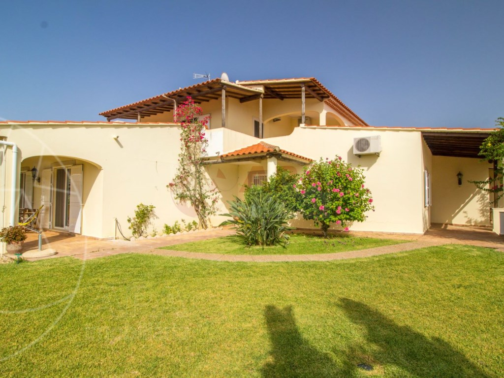 4 Bedroom villa with pool in Loulé (10)