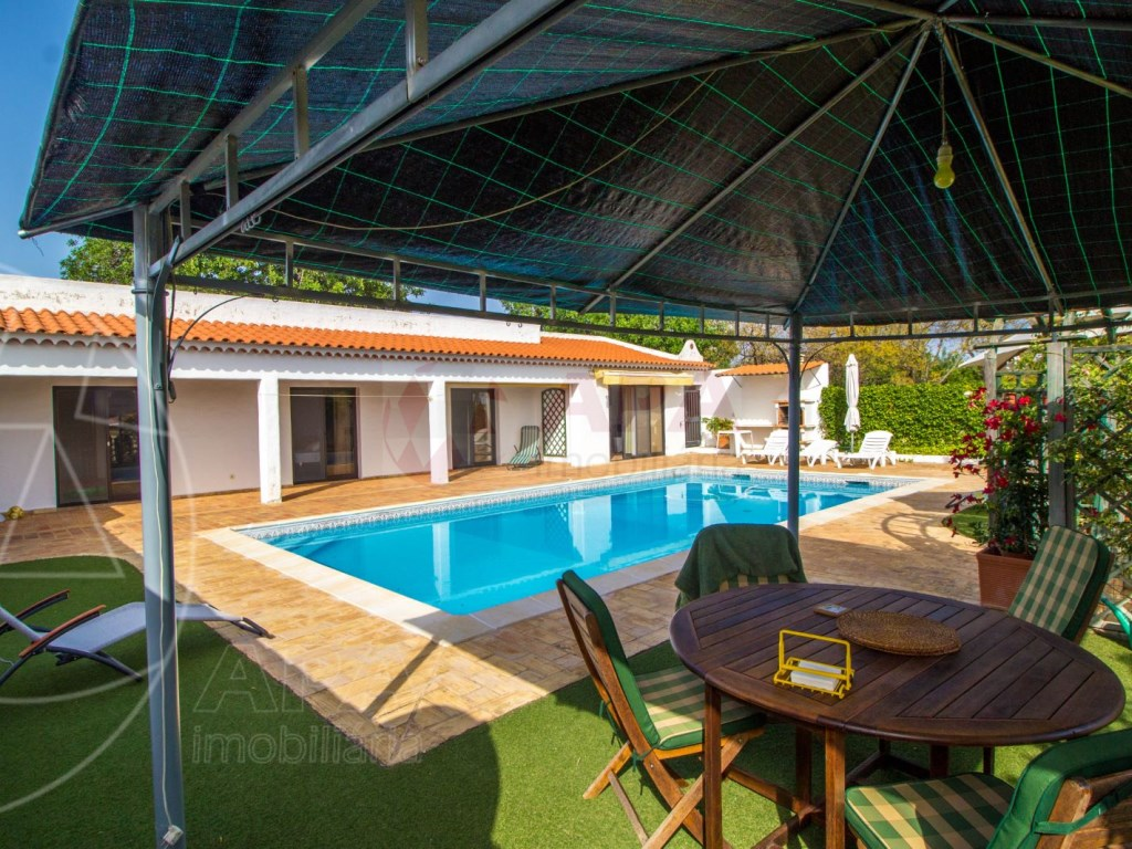 4 Bedroom villa with pool in Loulé (1)
