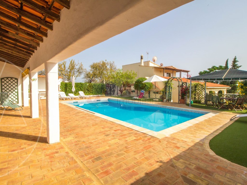 4 Bedroom villa with pool in Loulé (5)