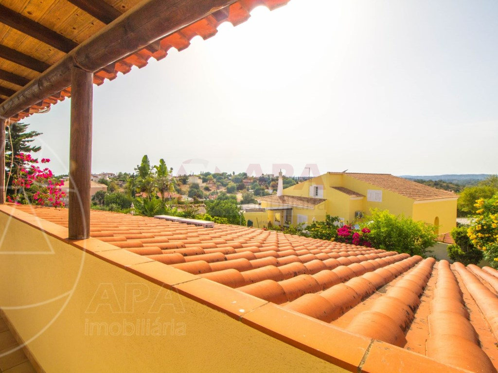 4 Bedroom villa with pool in Loulé (12)