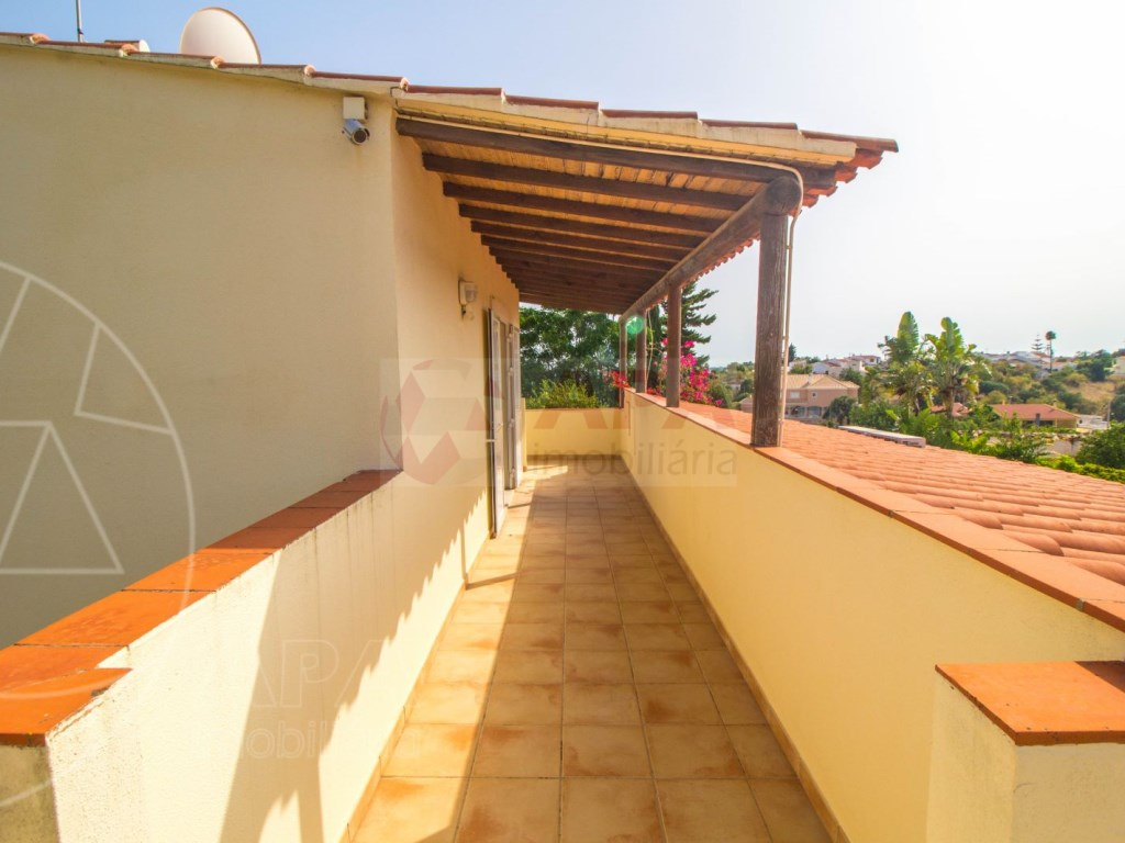 4 Bedroom villa with pool in Loulé (13)