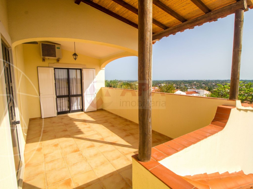 4 Bedroom villa with pool in Loulé (14)