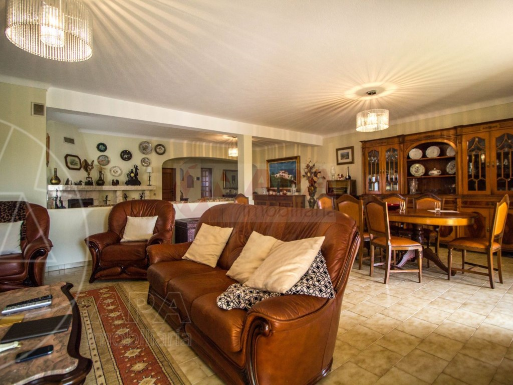 4 Bedroom villa with pool in Loulé (19)