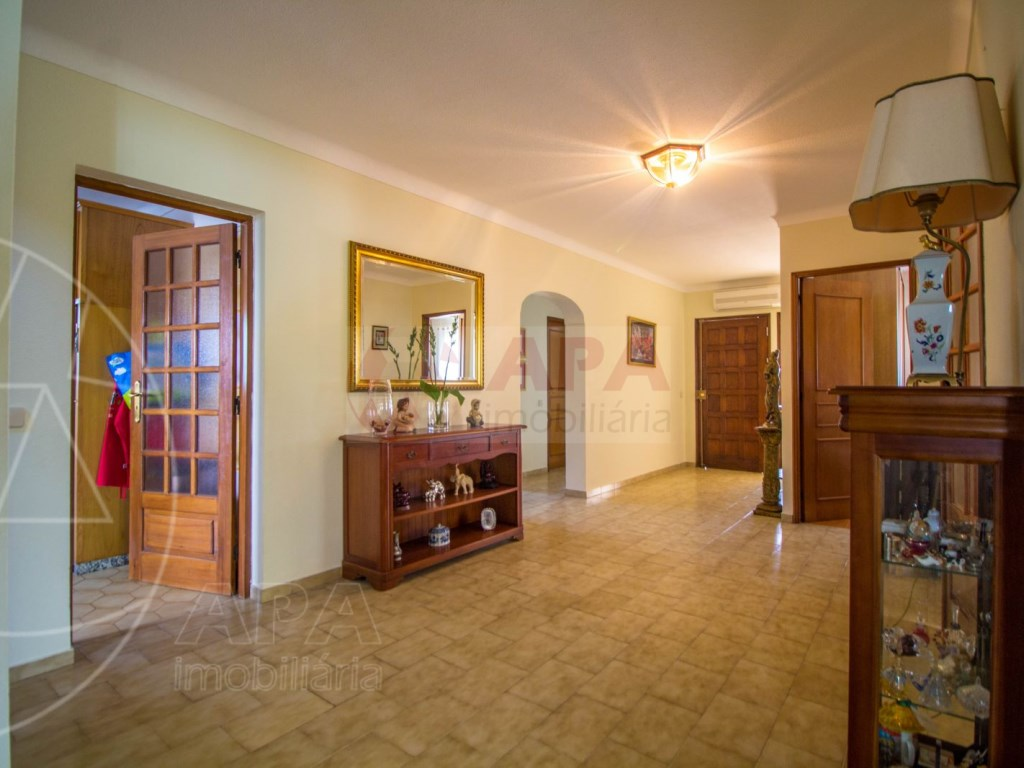 4 Bedroom villa with pool in Loulé (22)