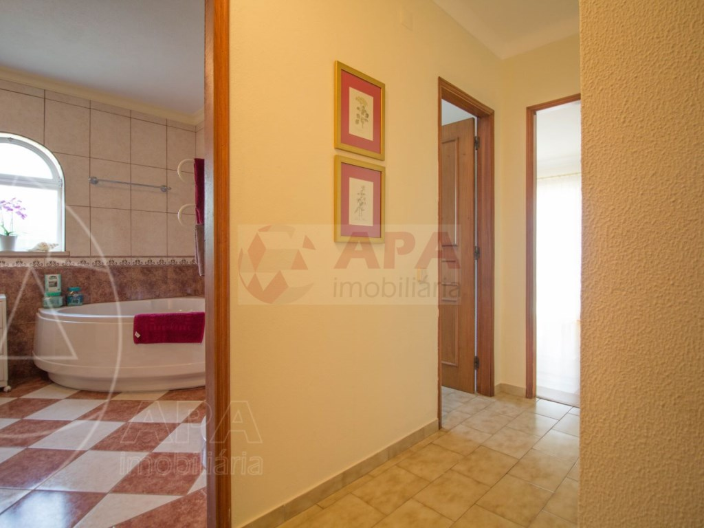 4 Bedroom villa with pool in Loulé (24)
