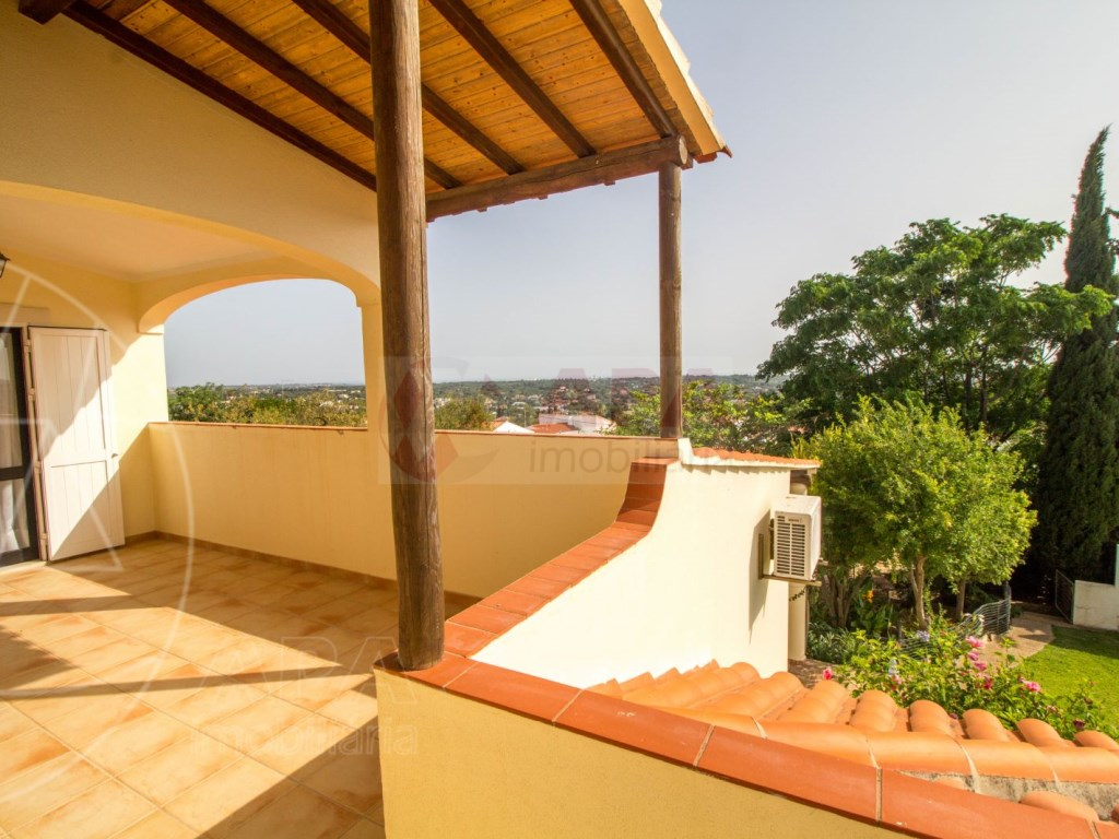 4 Bedroom villa with pool in Loulé (37)